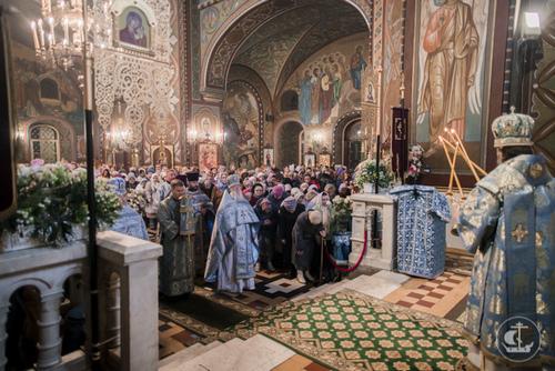 В день Покрова Пресвятой Богородицы архиепископ Амвросий совершил Божественную литургию в соборе Петра и Павла в Петергофе