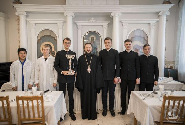 Архиепископ Амвросий наградил победителей студенческого чемпионата по мини-футболу