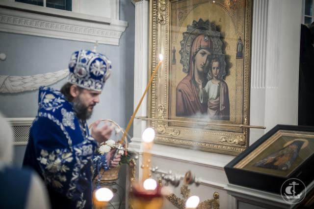 В праздник Казанской иконы Божией Матери в храмах Духовной Академии, Горного университета и исправительной колонии академичское духовенство совершило богослужения