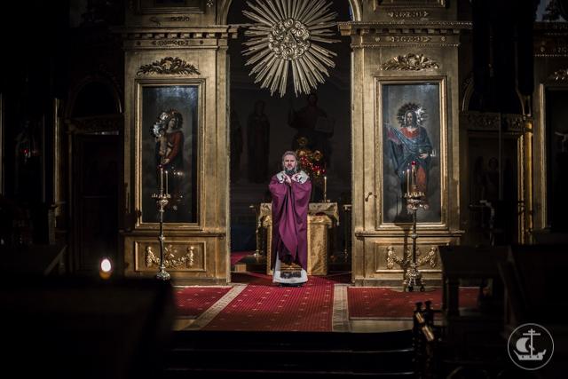 В Духовной Академии прошла ночная Божественная Литургия
