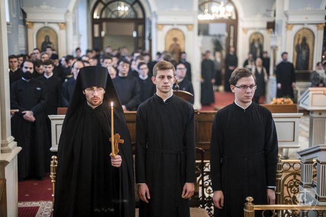 Академия молитвенно встретила праздник Собора Архистратига Михаила и прочих Небесных Сил бесплотных