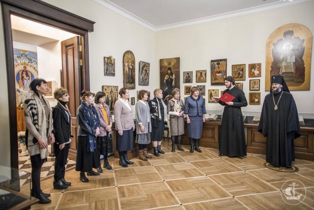 Архиепископ Амвросий наградил сотрудников Российской национальной библиотеки за сотрудничество