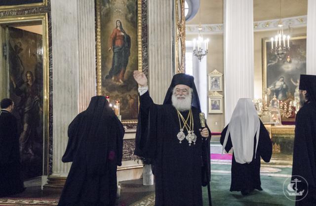 Архиепископ Амвросий сослужил Патриарху Александрийскому Феодору II за Литургией в Александро-Невской лавре