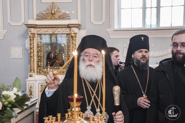 «Несмотря на то, что на голове у меня тиара, а на груди панагия – в сердце я остаюсь миссионером». Патриарх Феодор II посетил Духовную Академию