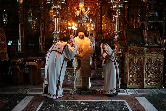 В Неделю святых отец ректор Санкт-Петербургской Духовной Академии сослужил за Божественной литургией и водосвятным молебном архиепископу Львовскому Филарету на Святой Горе Афон