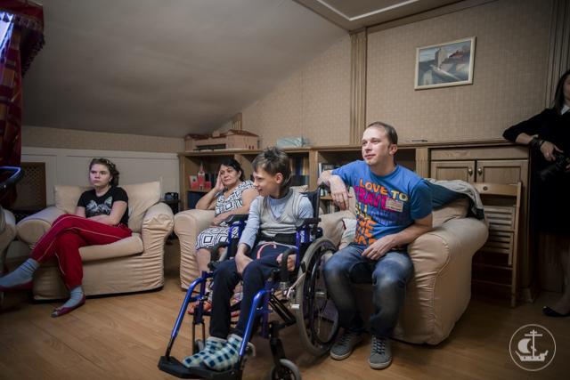 Мужской хор Академии посетил Детский хоспис и подарил маленьким пациентам небольшой концерт