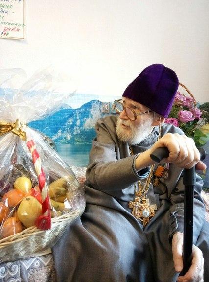 Преподаватели и сотрудники Академии поздравили заслуженного профессора с 90-летием