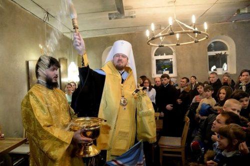 О чем говорит священник, пока варит кофе за барной стойкой