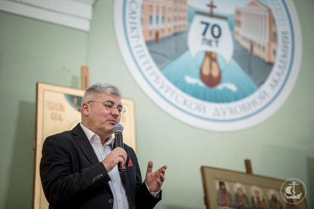 Христианин, который пишет. Евгений Водолазкин рассказал о себе как о писателе и верующем человеке