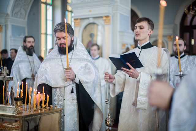 Академия молится о погибших в Кемерово
