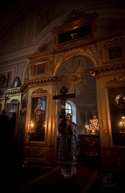 В академическом храме совершена утреня «Двенадцати Страстных Евангелий»