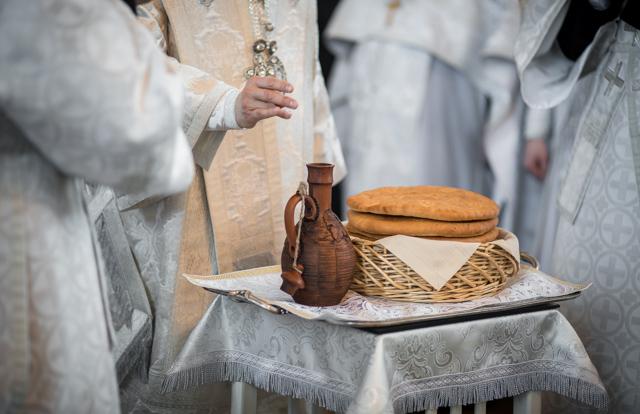 В Великую субботу оглашенные приняли Таинство крещения
