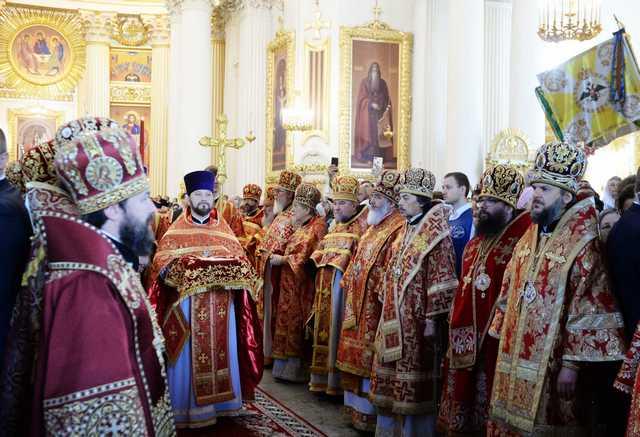 Архиепископ Амвросий принял участия в великом освящении Свято-Троицкого Измайловского собора Санкт-Петербурга