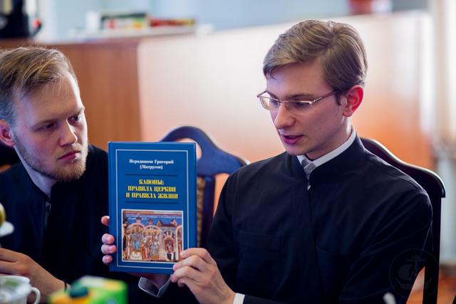 Круглый стол по церковному праву прошел в Духовной Академии