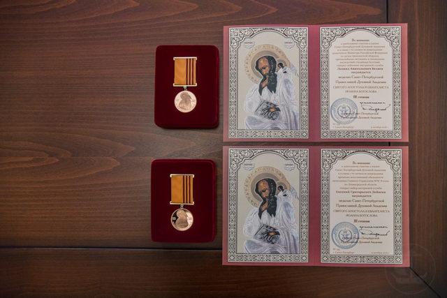 Архиепископ Амвросий наградил медалями благотворителей Духовной Академии