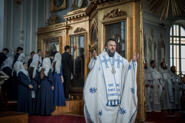 Архиепископ Амвросий возглавил воскресное богослужение и встретился с молодёжью из петербургских храмов