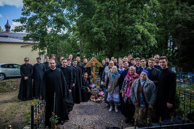 Товарищи и однокурскники помолились у места погребения Николая Трофимука