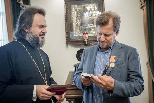 Архиепископ Амвросий вручил высшую академическую награду благотворителю Духовной Академии А. В. Яковлеву