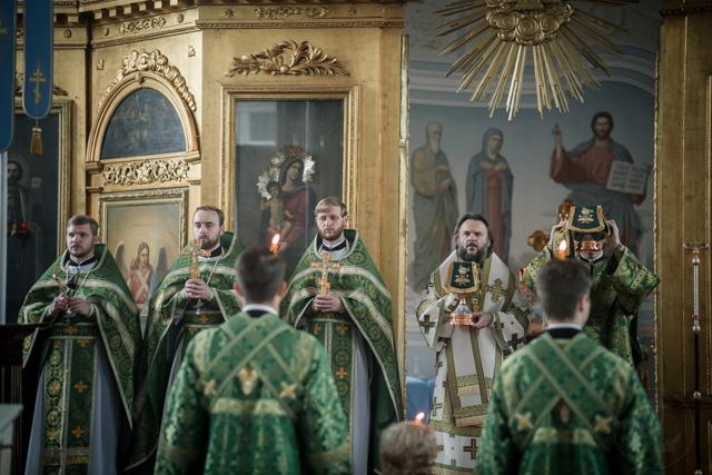 В день памяти преподобного Амвросия Оптинского ректор Академии совершил Литургию