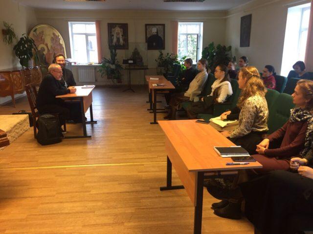 На Факультете церковных искусств прошла лекция по истории Русской Церкви в Англии