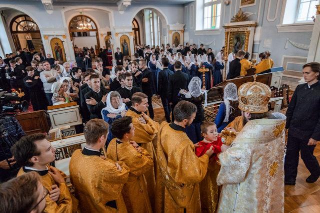 Академическая семья молилась за воскресными богослужениями