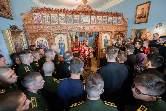 Епископ Серафим совершил Литургию в храме Военно-медицинской академии