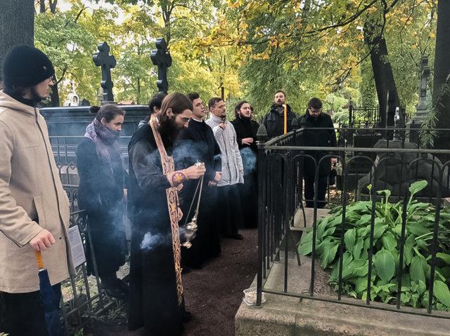 Непрерывная память. Студенты совершили заупокойную литию на могиле преподавателя дореволюционной Академии