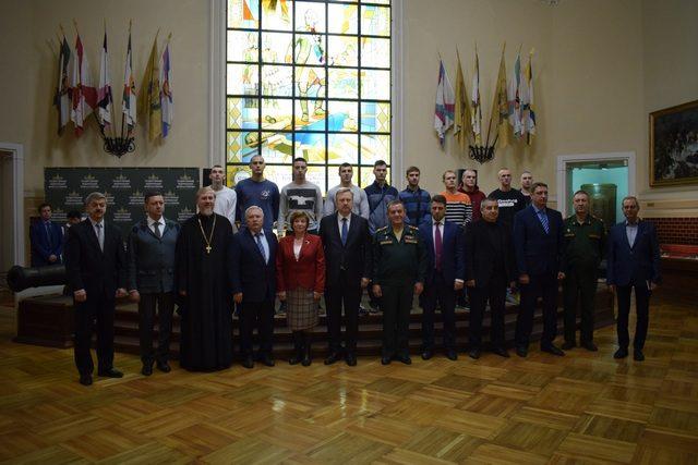 Священник Андрей Парафенюк принял участие в церемонии проводов в армию призывников Центрального района