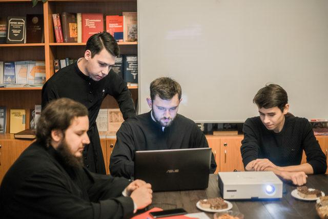 В Духовной Академии прошел круглый стол, посвященный жизни и деятельности митрополита Никодима (Ротова)