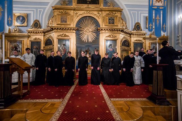 Епископ Серафим возвел во чтецы студентов бакалавриата