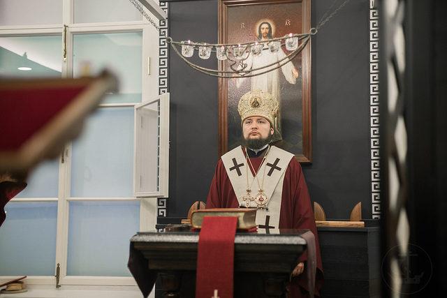 Ректор Академии совершил Литургию в храме-реликварии при Отделе религиозного образования и катехизации Санкт-Петербурга