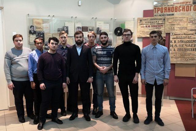 Проректор и студенты посетили Народный музей культуры и искусства блокадного Ленинграда