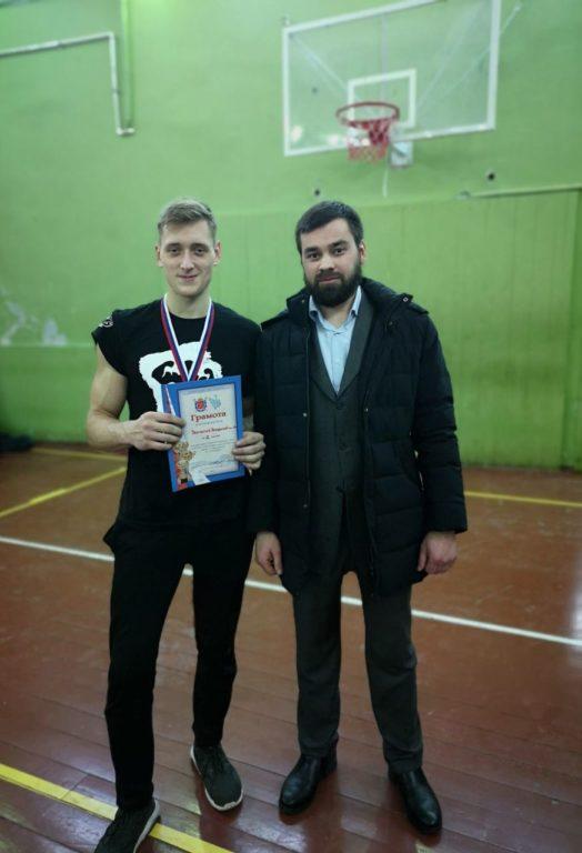 Студент Академии победил в соревнованиях по армреслингу