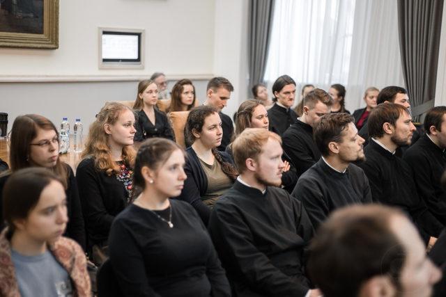 «Богослужебный язык – сокровище под спудом?» В Духовной Академии прошло собрание Студенческого литургического общества