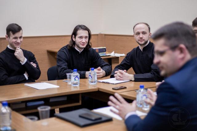 В Духовной школе прошел круглый стол, посвященный 10-летию Поместного собора и юбилею интронизации Патриарха Кирилла