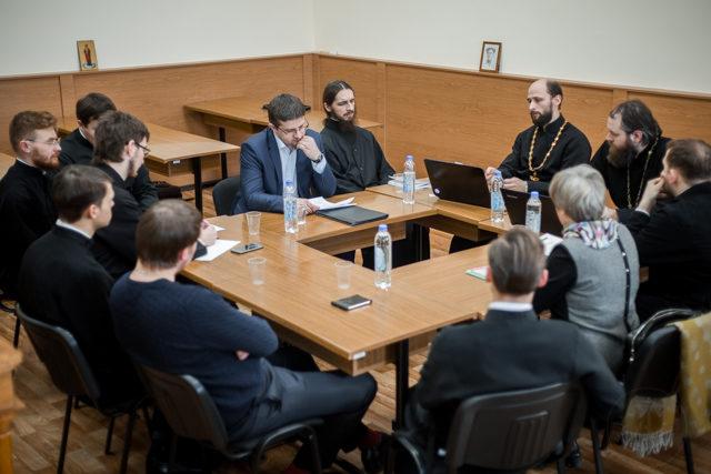 Историческое общество Духовной Академии провело круглый стол «Жизнь православного прихода: история как часть современности»